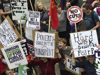 Thousands turn out for 'Britain Needs a Pay Rise' in London