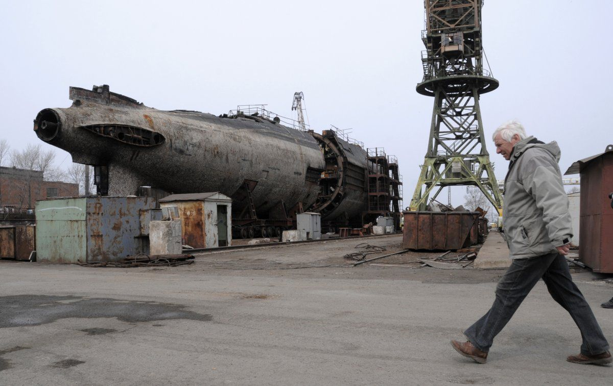 rusty russian submarine 4