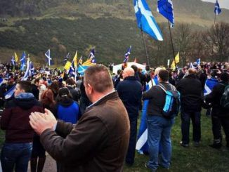 Scots gather in Edinburgh, call for independence