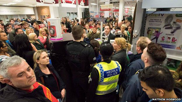 'Black Friday': Police called to supermarkets across Britain