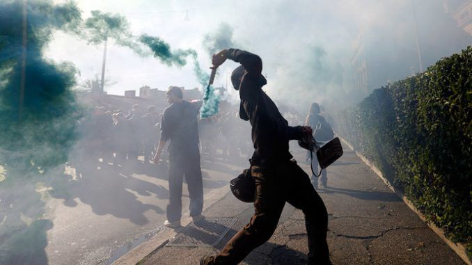 (Video) Clashes with police as protests against austerity sweep Italy