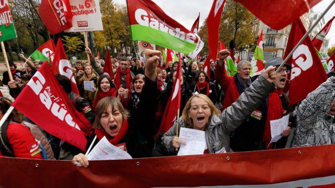 (Video) 'Austerity kills': Thousands rally against French President Hollande in Paris