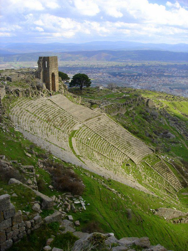 pergamon-ruins-turkey-theater