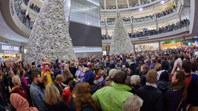 Anti-police brutality rally paralyzes Mall of America