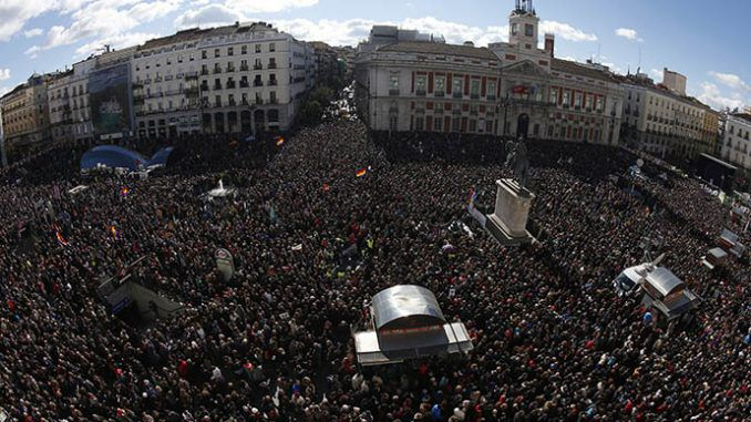Thousands take part in Podemos' 'March for Change' in Spain