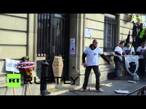France: Protesters Take Chainsaw And Battering Ram To Govt Office (Video)