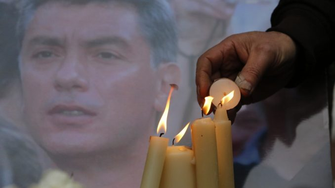 Hundreds protest death of Boris Nemtsov as Ukraine Prime Minister blames Putin for his death