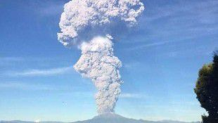 Red Alert As Calbuco Volcano Erupts Twice In Chile (Video)