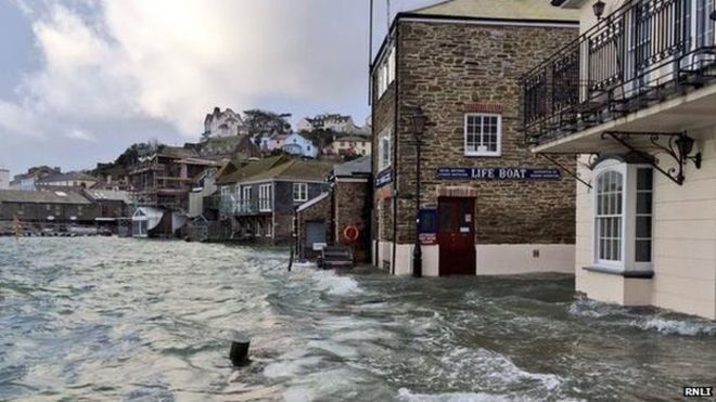 UK weather warning: Super tides to bring floods to parts of Cornwall