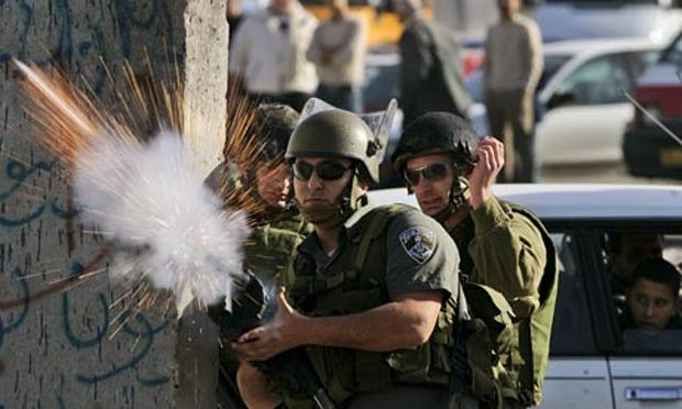 An Israeli border officer threatens to gas Palestinians until they die