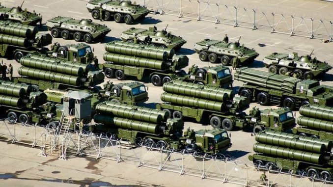 Russia sends 7000 troops to Turkish border