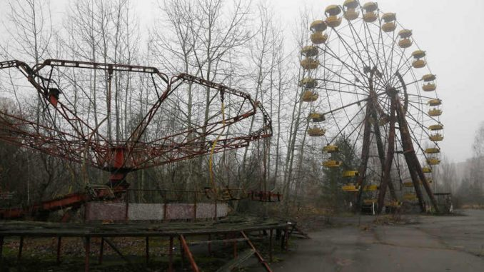 A US government contractor has admitted that the US dumped nuclear waste near a kids playground