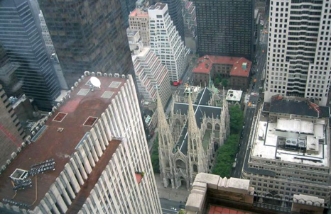 "Fig. 21 The small ""throne"" and the ""St. Patrick "" cathedral, seen from a terrace of the GE Building"