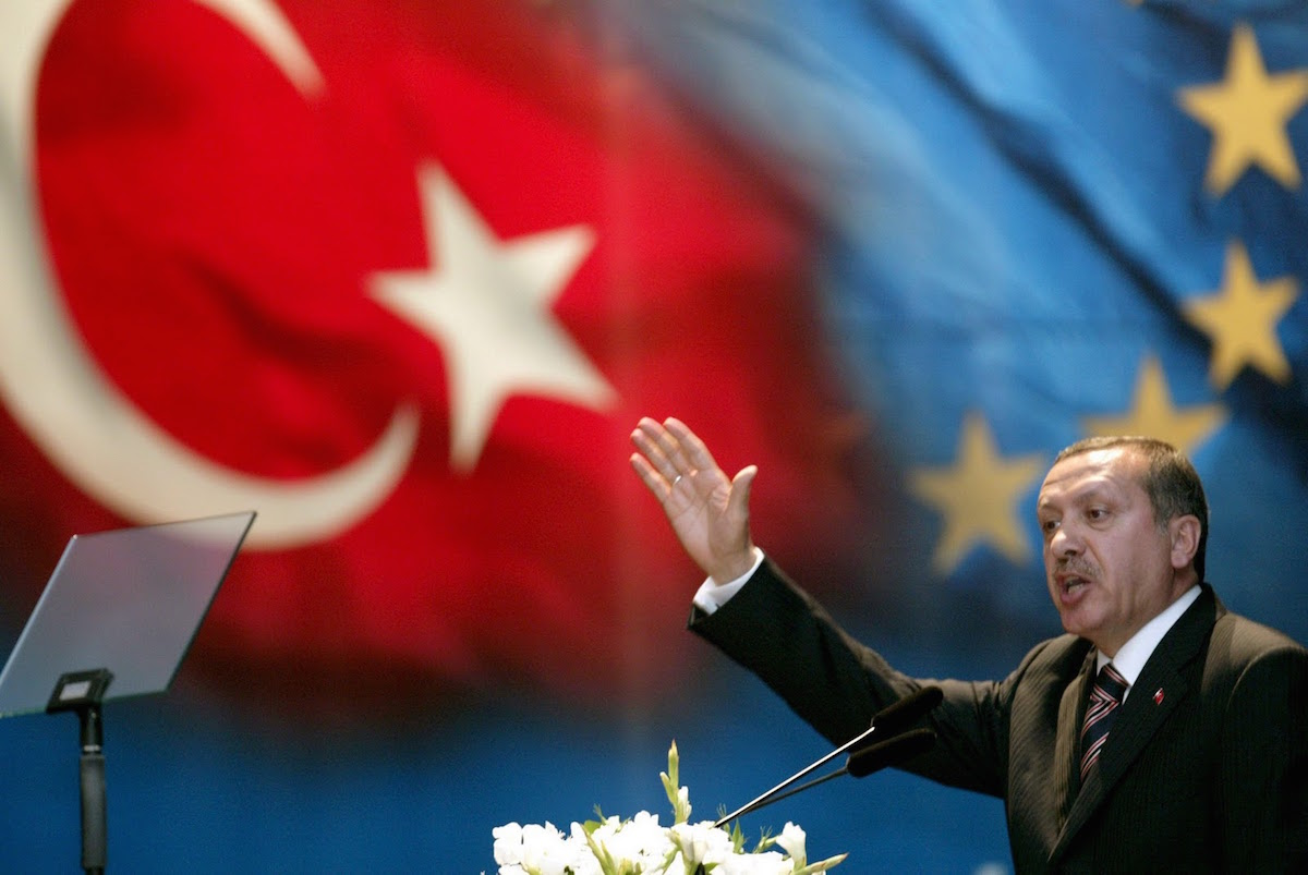 Is Erdogan fanning the flames of a war between NATO and Russia?