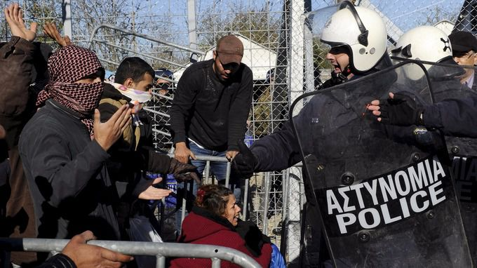 Europe may force Greece to close its borders due to migrant crisis