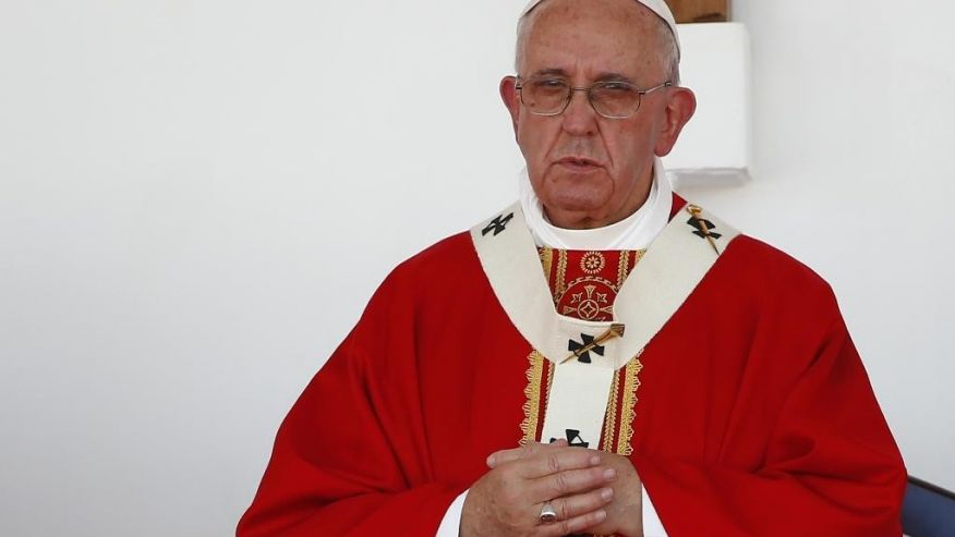 Pope Francis calls Obama a dictator, saying that American democracy and the constitution are 'dead'