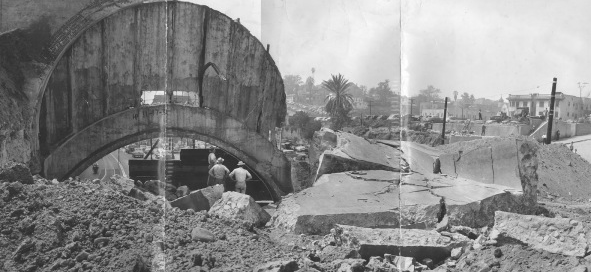 1934 Downtown Los Angeles - mining engineer W. Warren Shufelt attempting to search of an ancient subterranean civilization.