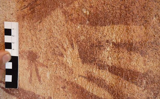 Scientists discover 8,000 year old alien handprint in Egyptian cave