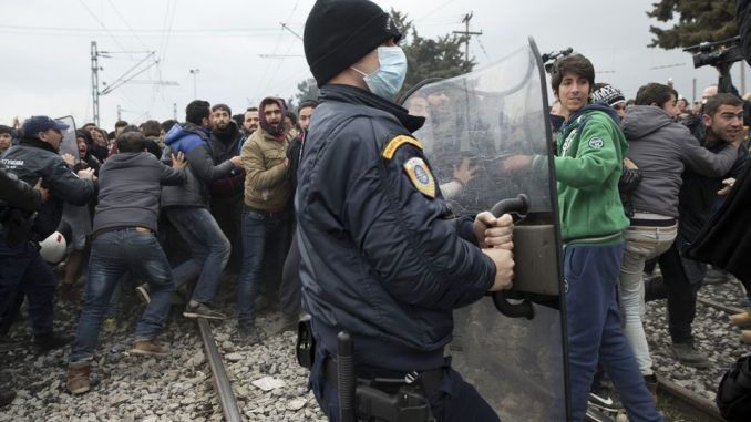 Refugee crisis in Greece reaches boiling point as crisis turns violent - Greece asks for Europe's assistance