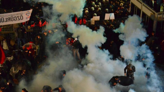 Turkish police fire tear gas at protestors outside Zaman newspaper building