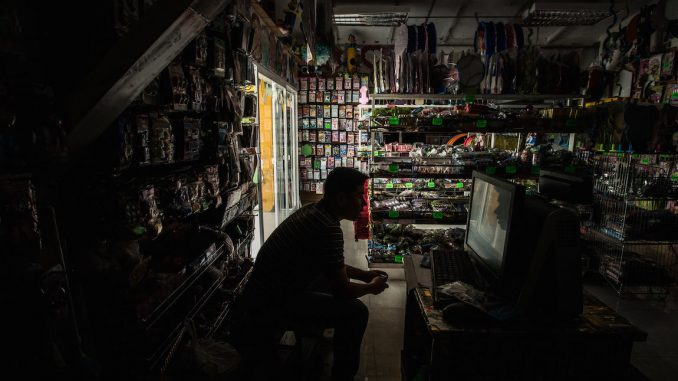 Venezuela government shut down crisis sees citizens without food or electricity