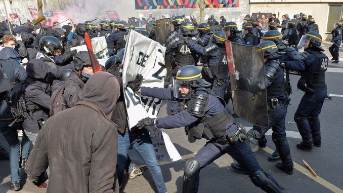 France begin mass arrests of protestors amid revolution