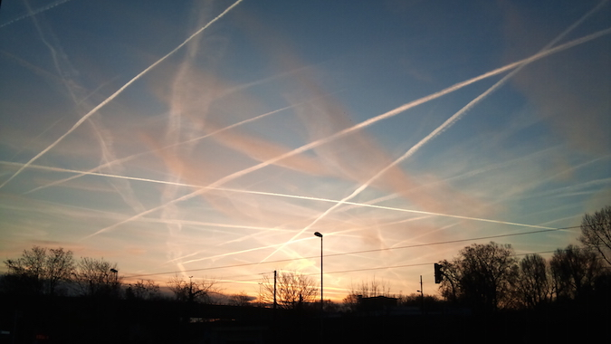 Common or garden variety chemtrail-generated tic tac toe pattern