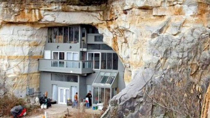 Wealthy elite buy bunkers en masse to hide from public