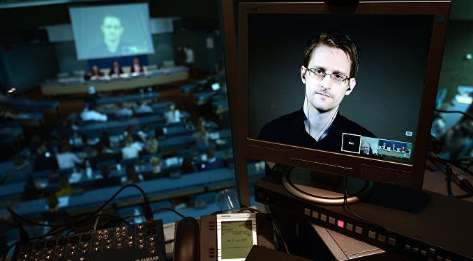 Edward Snowden says the U.S. government are behind the recent DNC email hacks