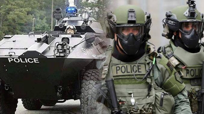White House prepare US cops for martial law, supplying them with military gear