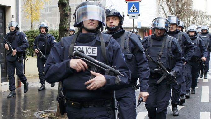 French police armed amid ongoing state of emergency