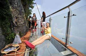 It is the third glass walkway along the mountain and follows the construction of a glass-bottomed suspension bridge spanning a crevasse in Stone Buddha Mountain, Shiniuzhai Geopark, last year. For the squeamish or those susceptible to vertigo, there is a cable car ride to the top of the mountain.