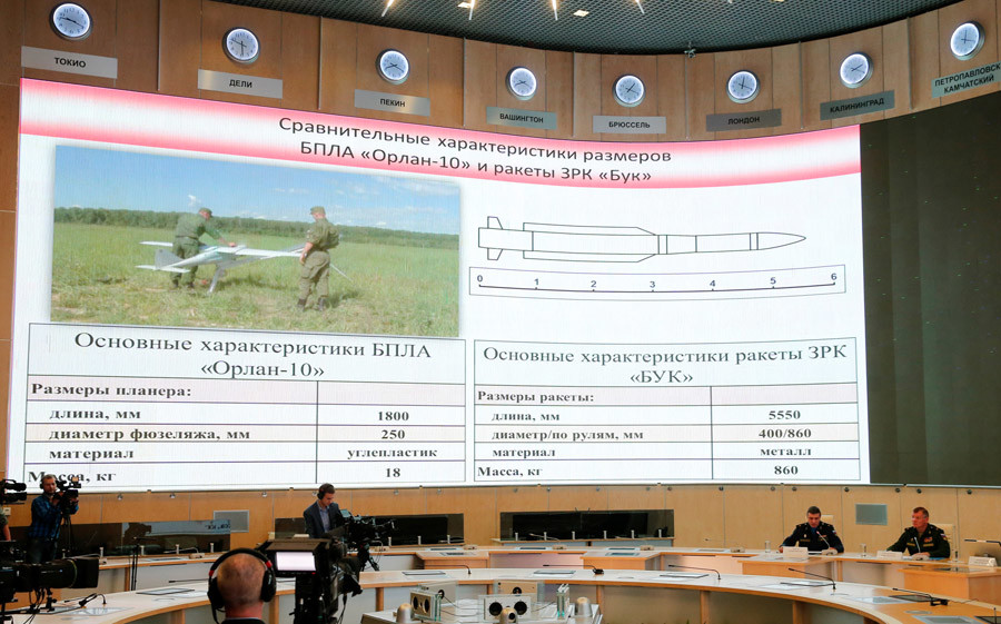 "A screen shows the specifications of the ""Orlan-10"" unmanned aerial vehicle (L) and the ""Buk"" missile system during a news conference, dedicated to the crash of the Malaysia Airlines Boeing 777 plane operating flight MH17, in Moscow, Russia, September 26, 2016. © Maxim Zmeyev / Reuters"