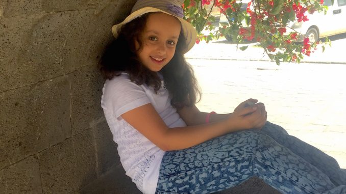 Young Yemeni girl please with U.S. to stop arming Saudi Arabia