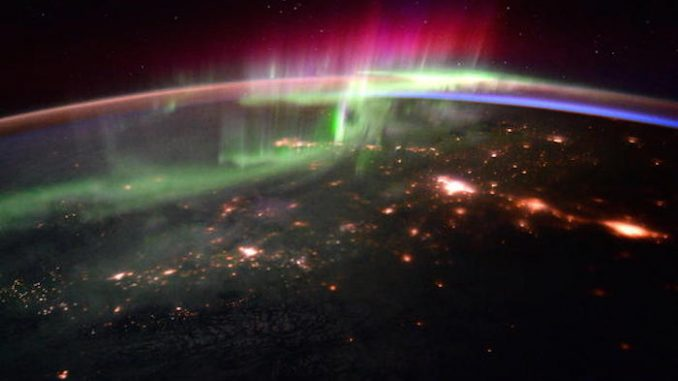 President Obama signs executive order preparing American public for space weather events