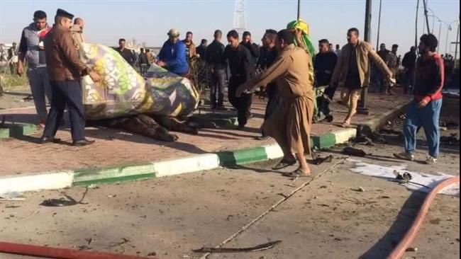 People carry away the bodies of victims from the site of a bomb attack near Hilla, Iraq, November 24, 2016.