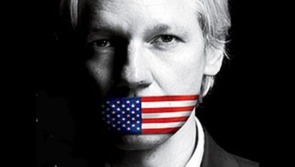 US Sent 'Planeload Of FBI Agents' To Iceland To Frame Assange
