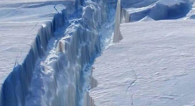 A giant crack opening up acrossAntarctica confirms Edgar Cayce's prediction that theEarth will go through major changes in the coming years
