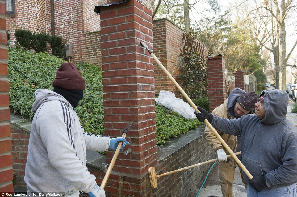 Obama Caught Building 10 Foot Wall Around New House