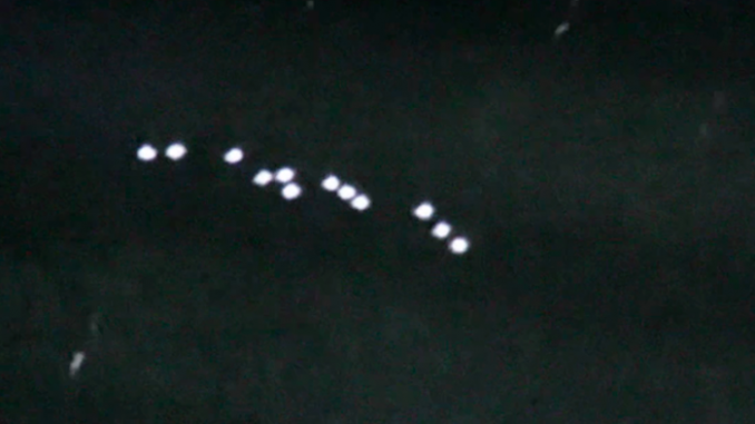 Fleet of UFOs grounds planes in Peru