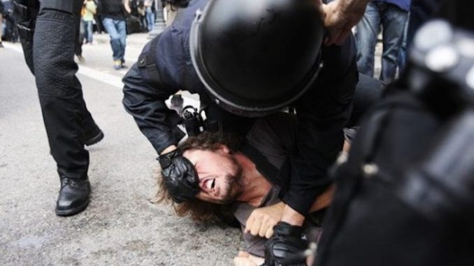 US court rules that citizens can fight back against police brutality