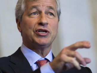 "JPMorgan Chase CEO Jamie Dimon claims Bitcoin ""is a fraud"" and is urging Americans to stick with Wall Street investment banks."