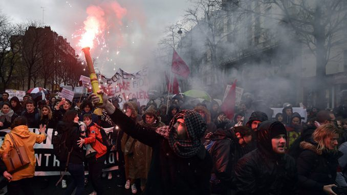 Thousands protest Rothschild elitist Emmanuel Macron in Paris