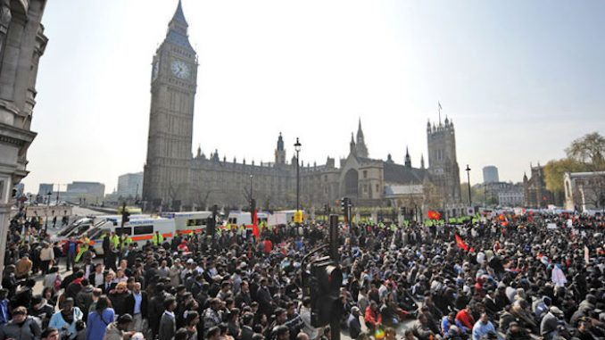 Hundreds of thousands of British protestors demand government quit EU talks and leave European Union immediately