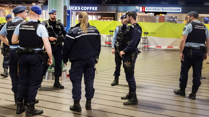 Dutch police to strip youths of clothes deemed too expensive