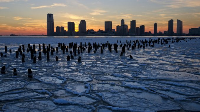 Polar vortex splits in two causing fears of imminent apocalyptic weather