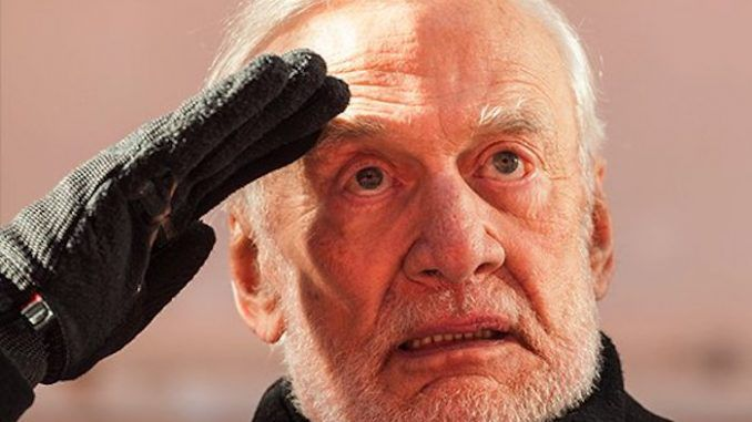 Buzz Aldrin passes lie detector test, claiming that he has seen aliens in space
