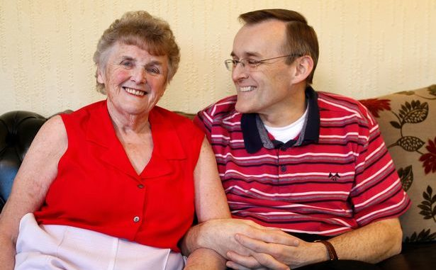 Elderly lady suffering from dementia gets her memory back by changing her diet