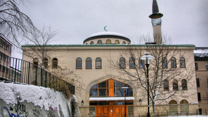A mosque in Stockholm has received approval to blast prayer calls from its minaret using loudspeakers, creating a precedent that legal experts warn will allow mosques all over Sweden to broadcast calls to prayer.