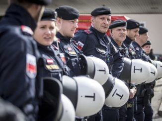 Austria and Hungary create border army to fight migrant crisis